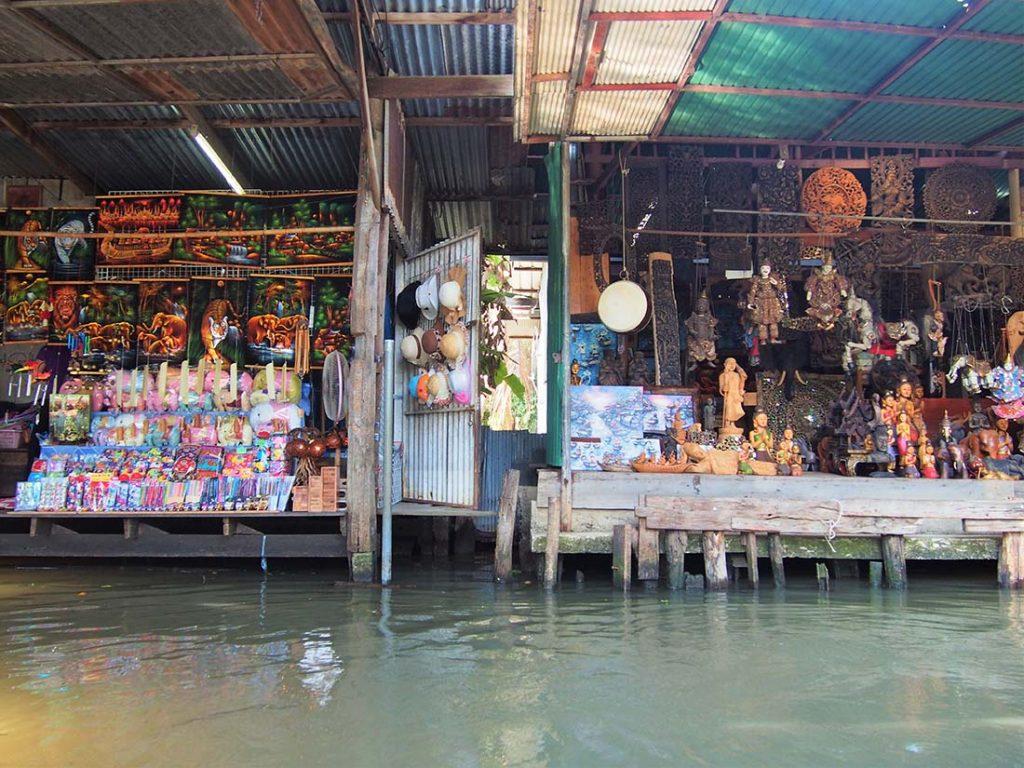 bangkok marche flottant souvenirs