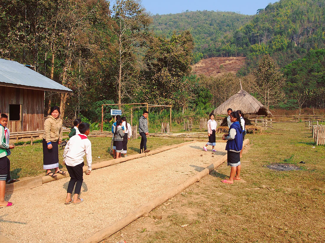 laos hmong ecole recreation