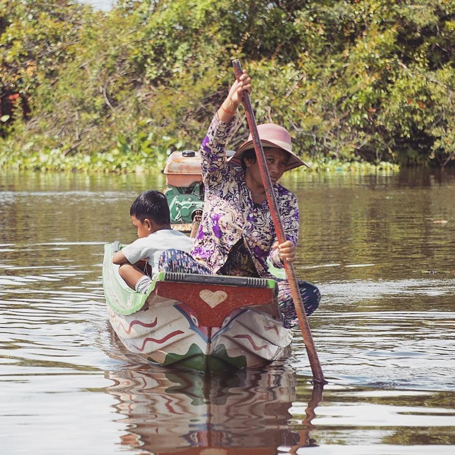 cambodge-tonle-sap-femme-enfant